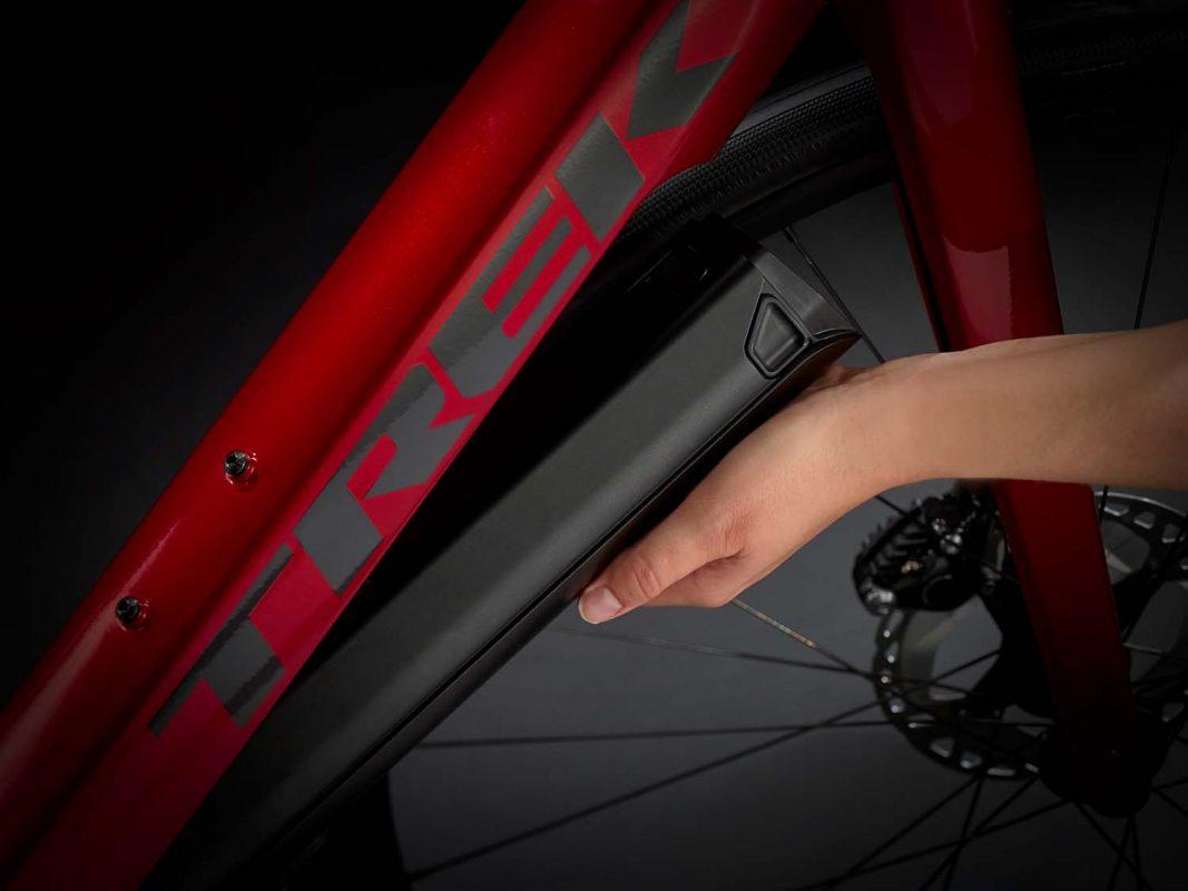 Електрически шосеен велосипед TREK DOMANE+ ALR | червено/черно